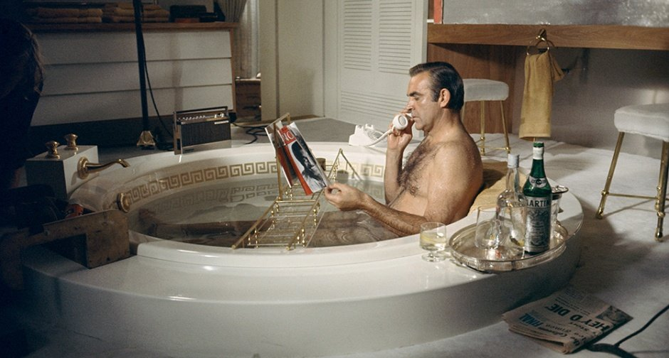 James Bond dans son bain