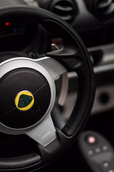 Lotus Exige S Roadster steering wheel