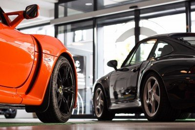 Lotus Exige and Porsche 911 4S (993) in the Clubhouse Contact