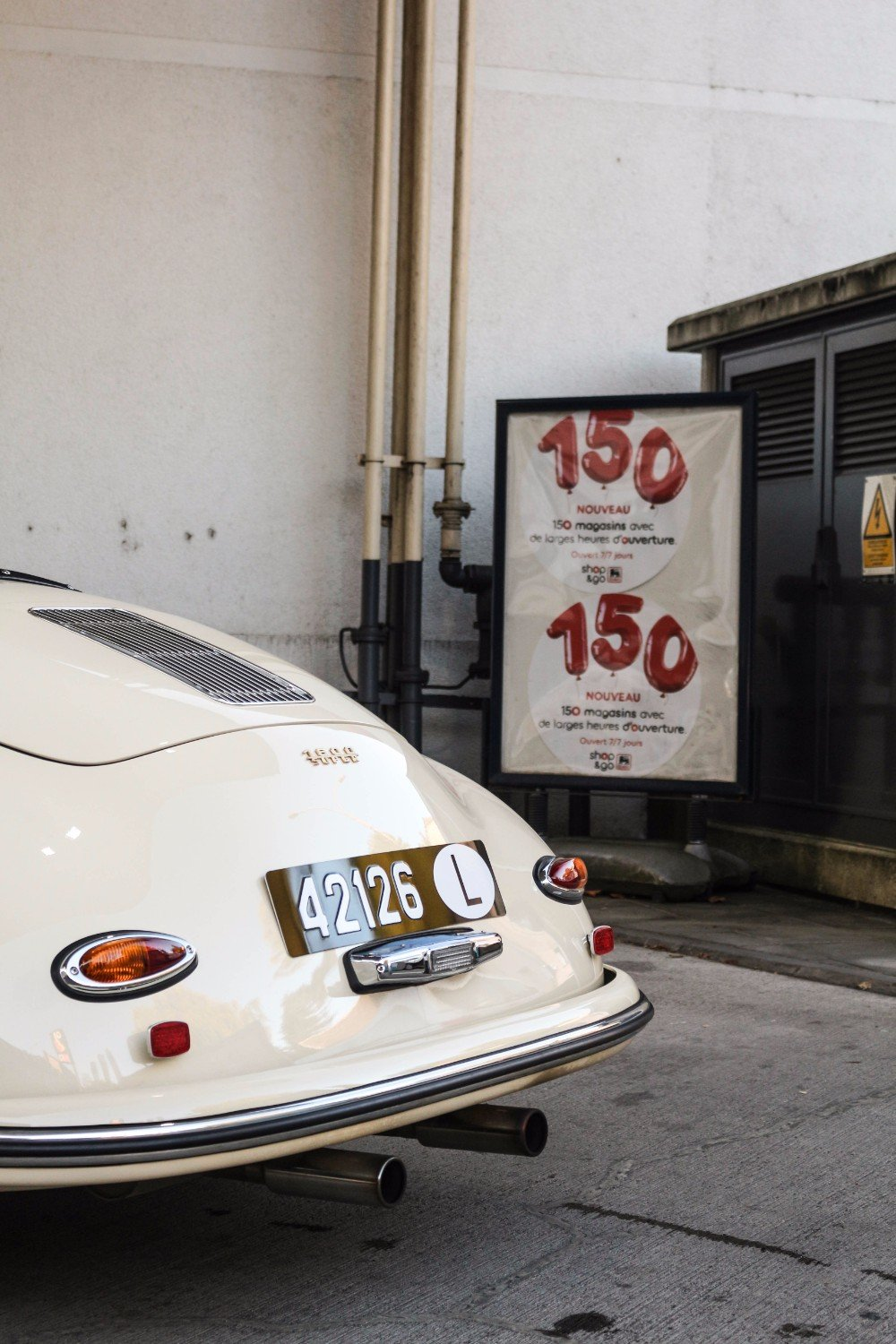 Refueling the 356 Speedster