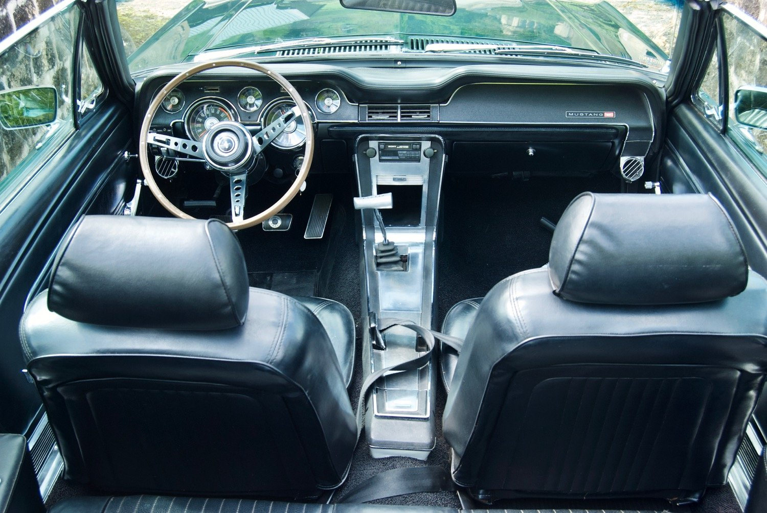 Tilly - 1967 Ford Mustang Convertible V8 - interior