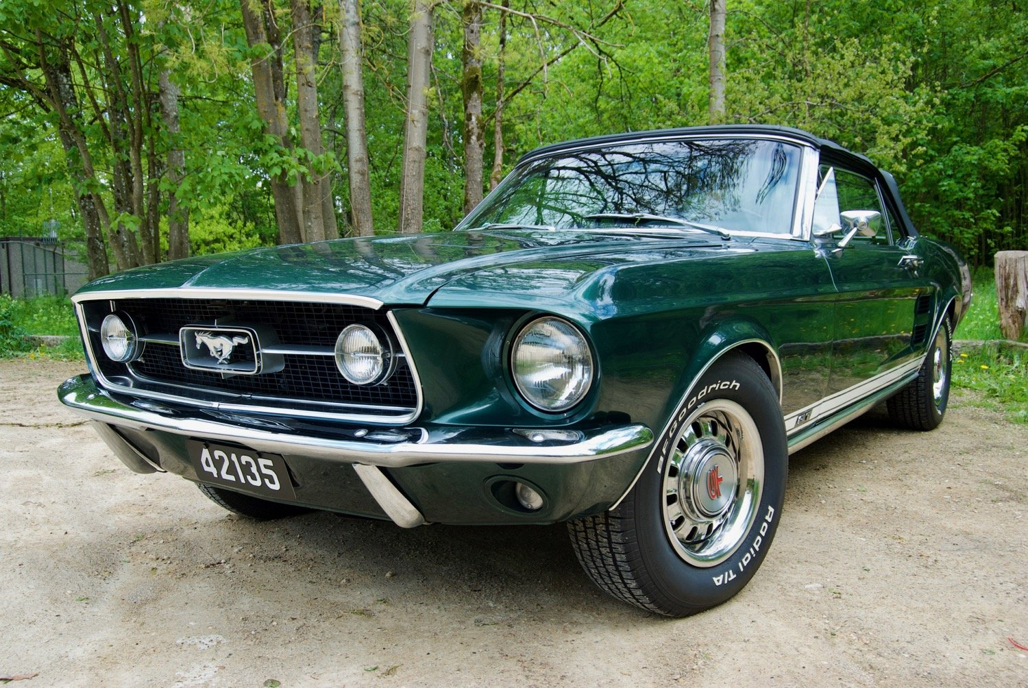Tilly - 1967 Ford Mustang Convertible V8 - front side woods