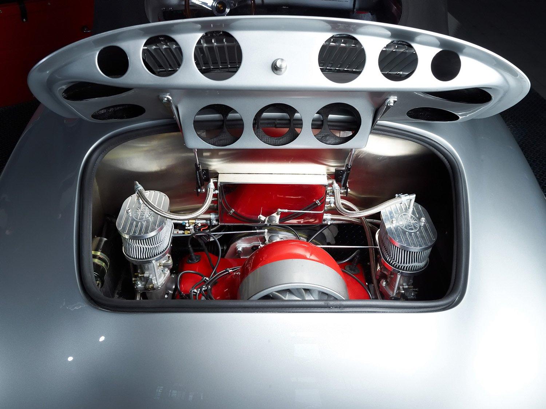 RCH 356 silver engine bay