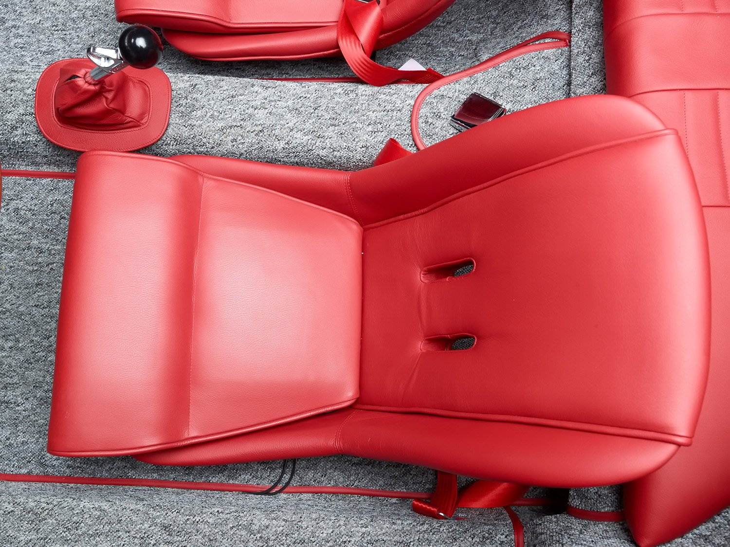 RCH 356 silver grey red seats
