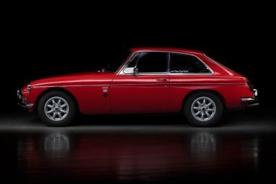 Lucy |1970 MGB GT |Auto Reflection by Baptiste Griselle
